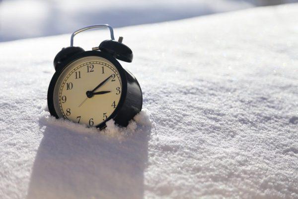 alarm-clock-resting-in-the-snow